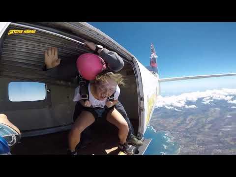 SKYDIVE IN OAHU, HAWAII || 14,000 ft
