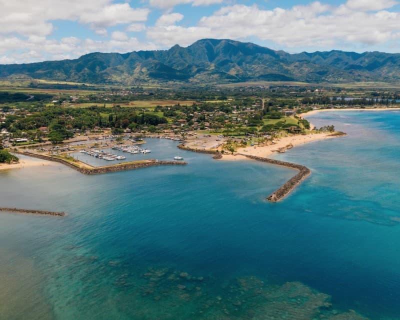 Aerial shot of Haleiwa Beach Park on O'ahu (Hawai'i)